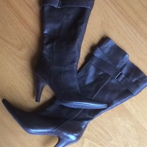 Women's Kenneth Cole brown boots.  Never worn!